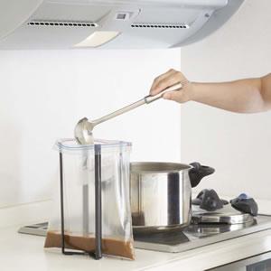 キッチンエコスタンド タワー ブラックのジップロック使用画像